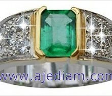 Colombian_emerald_ring_side_diamonds_Ajediam_5cm