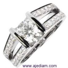 Engagement_ring_side_stones_2244__Ajediam